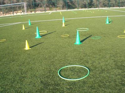 הובלת כדור בשני רגליים אין ברירה.